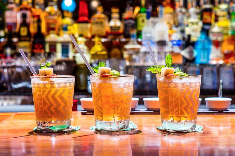 H Hotel drinkar